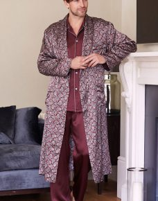 Man wearing a Silk Dressing Gown Bordeaux